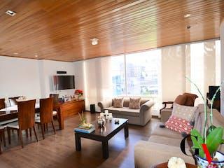 Una sala de estar llena de muebles y una mesa en APARTAMENTO PARA VENTA EN LISBOA