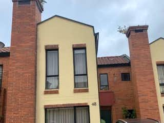 Un edificio de ladrillo rojo con una ventana grande en Casa en venta en La Cabrera, 103m² con Jardín...