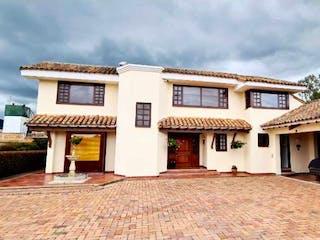 Un edificio con una torre de reloj en la parte superior en Casa en venta en La Conejera con Bbq...
