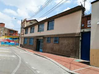 Un edificio de ladrillo con un letrero en la calle en Casa en venta en Las Aguas de 397m²
