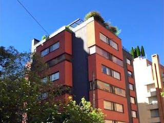 Un edificio de ladrillo rojo con una señal de parada roja en APARATAESTUDIO REMODELADO EN ROSALES-VENTA