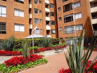 Una planta en maceta sentada delante de un edificio en APARTAMENTO EN BELLA SUIZA - VENTA