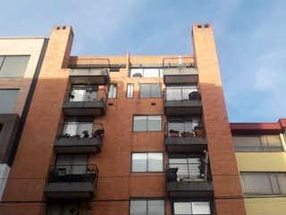 Un edificio alto con un reloj en él en Apartamento en venta en Puente Largo de 3 habitaciones