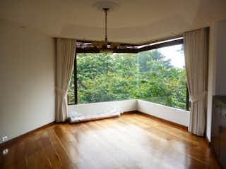 Un gran ventanal en la cocina con una ventana en Apartamento en venta en Bosque Medina con acceso a Gimnasio