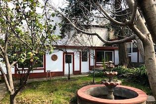 Casa en venta en Las Águilas, amplio jardin