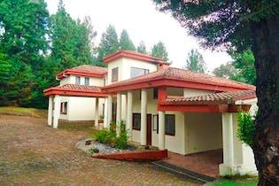Casa en venta en La Calera, 261m²