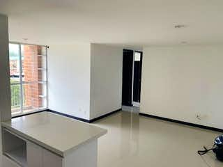 Un refrigerador congelador blanco sentado dentro de una cocina en Apartamento en Venta SANTA MARIA