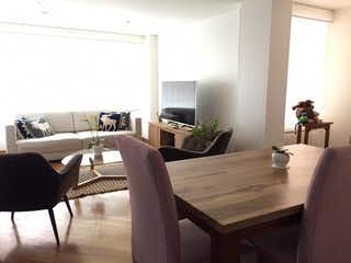 Una sala de estar llena de muebles y una televisión de pantalla plana en Venta Apartamento Bella Suiza