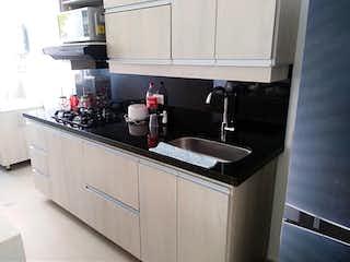 Una cocina con una estufa de fregadero y nevera en Apartamento en venta en La Pilarica con acceso a Piscina