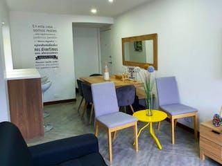 Una sala de estar llena de muebles y una mesa en PINAR DEL RIO 2