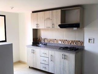 Una cocina con una estufa blanca encima del horno en APARTAMENTO EN LA AMERICA