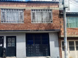 Un gran edificio de ladrillo con una gran ventana en VENTA CASA EN BOSA BOGOTA