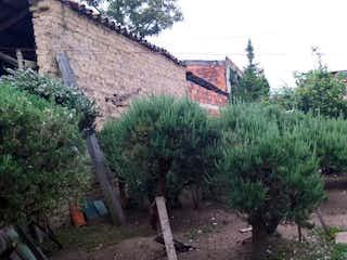 Una vista de un pueblo con árboles en el fondo en Lote En Venta En Chia Centro