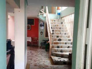 Una habitación llena de muebles y un suelo de madera en Casa de 388m2 en Venta - Bogotá, Normandia