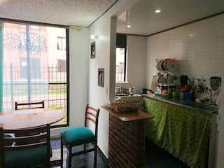 Una sala de estar llena de muebles y una ventana en Apartamento en Venta en Hacienda Madrid Alcalá, Madrid