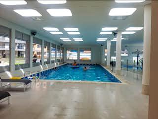 Una piscina con una piscina en ella en Apartamento en Venta en Suena, Zipaquirá