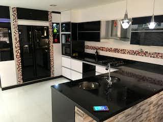 Una cocina con fregadero y nevera en Apartamento venta Laureles, Medellin, Antioquia