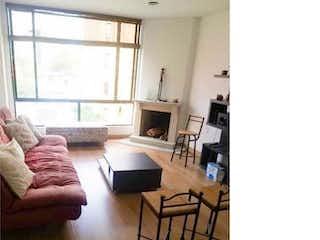 Una sala de estar llena de muebles y una ventana en Apartamento en venta en Pasadena, 72mt