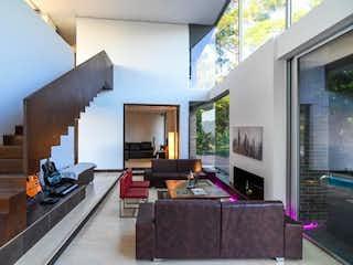 Una sala de estar llena de muebles y una ventana en Casa en venta en Ciudad Del Río 710m² con Piscina...