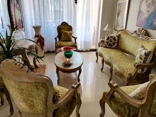 Una sala de estar llena de muebles y decoración en Apartamento en Venta EL NOGAL