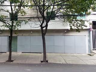 Un rincón de la calle con un árbol delante de él en Roma Norte. Rento/Vendo Departamento como Nuevo. Excelente Ubicación