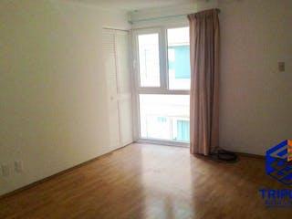 Una habitación que tiene una ventana en ella en Venta de Departamento Col. Juarez