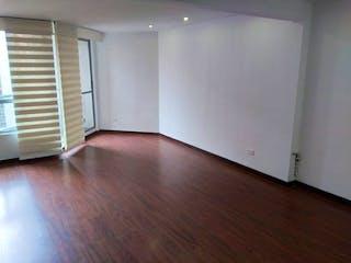 Una sala de estar con suelos de madera dura y un suelo de madera en Venta Apartamento La Felicidad