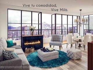 Una sala de estar llena de muebles y una gran ventana en Milá