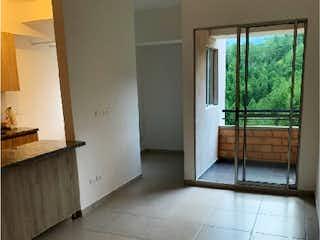 Una vista de un cuarto de baño con una puerta de cristal en Apartamento en Venta en Florida Norteamérica, Bello