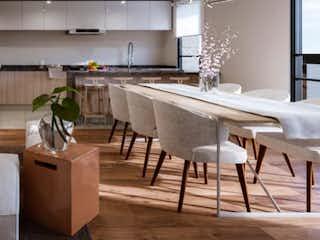 Una sala de estar llena de muebles y una mesa en Nicolas San Juan 314