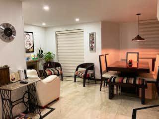 Una sala de estar llena de muebles y una mesa en Duplex Salitre Torres de Alba