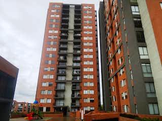 Un edificio alto sentado al lado de un edificio alto en APARTAMENTO PARA ESTRENAR - VENTA EN REDIL