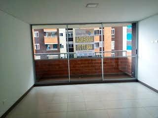 Un cuarto de baño con una puerta de ducha de cristal en Apartamento en Venta LA FERRERIA