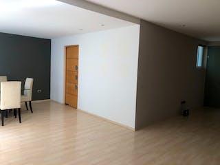 Una cocina con nevera y una mesa en Renta magnifico departamento en Cofre de Perote de 2 rec 2.5 baños