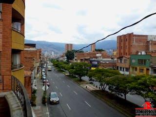 Una calle de la ciudad llena de muchos edificios altos en Apartamento ParaVenta