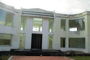 Casa en venta en Yerbabuena de 8 alcobas