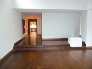 Una sala de estar llena de muebles y un suelo de madera en Penthouse  en venta Ubicado en Bosque Medina