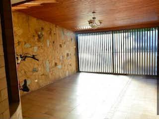 Un baño con un lavabo y una ventana en Casa En Venta En Chia El Cedro