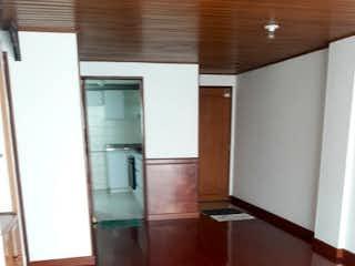 Una cocina con nevera y fregadero en Apartamento en venta en Bella Suiza, 61m²