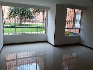 Un refrigerador congelador blanco sentado dentro de una cocina en Apartamento en venta en Prado Veraniego, 97m² con Jardín...