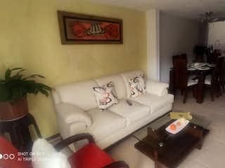 Una sala de estar llena de muebles y una mesa en Casa en venta en San Antonio Norte 80m²