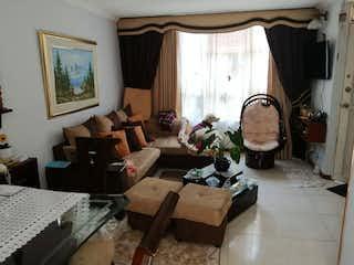 Una sala de estar llena de muebles y una ventana en Casa en venta en Pradera Norte de 4 alcobas
