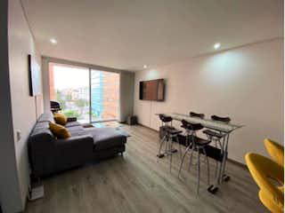 Una sala de estar llena de muebles y una televisión de pantalla plana en Apartamento en venta en Santa Ana Occidental de 85m² con Gimnasio...