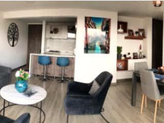 Una sala de estar llena de muebles y una mesa en Apartamento en venta, ubicado en Benjamín Herrera
