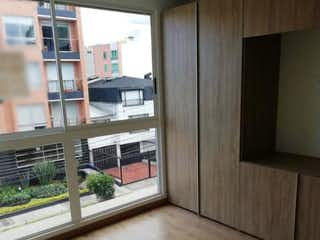 Una vista de una cocina desde el pasillo en Apartamento en venta en Contador de 2 alcoba