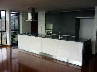 Una gran cocina con un gran ventanal en ella en Apartamento en venta Ubicado en Belmira