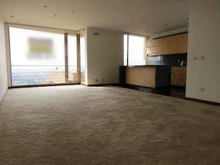 Una habitación con una cama y una ventana en Apartamento en venta en El Refugio con Gimnasio...