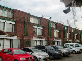 Un coche estacionado delante de un edificio en Casa En Venta En Chia Chia Chilacos Calle 9