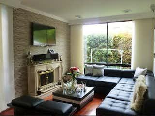 Una sala de estar llena de muebles y una chimenea en Casa en Venta Ubicado en Suba