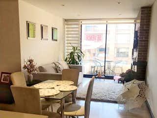 Una sala de estar llena de muebles y una ventana en Apartamento en venta Ubicado en Chico Navarra